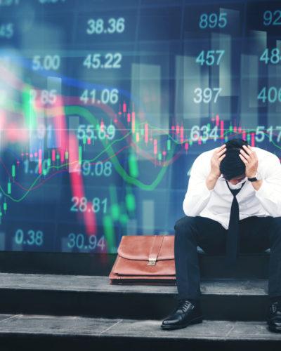 Economia: manifattura in recessione, ma i servizi reggono